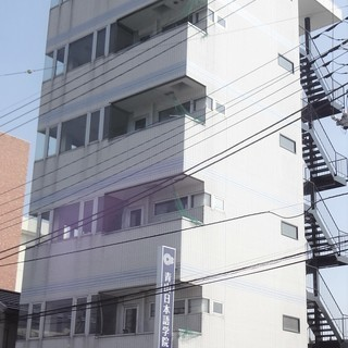 前橋駅南口から徒歩二分!6階建てのビル、塾や事務所としてお…