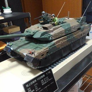 10式戦車をつくる 完成品 ちゃんと動きます。