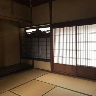 三津浜地区旧濱田医院のシェアショップ!飾り障子や床の間のある和室