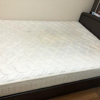 クイーンサイズ ベッド