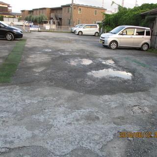 福岡駐車場、水溜り。凹凸、補修作業。格安、便利屋