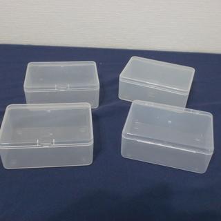 小物整理に ふた付プラスチック製入れ物4個