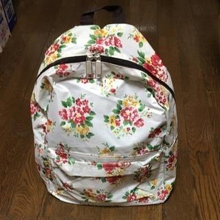 可愛い花柄のバックパック