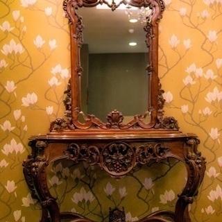 鏡とスツール
