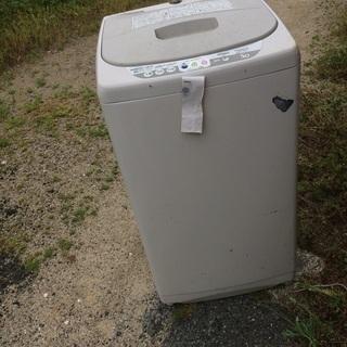 古い洗濯機ですが、2週間前まで現役で使っていました。