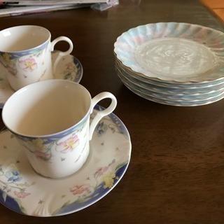 コーヒーカップとケーキ皿