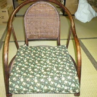 中古品 木製でできたアンティークな座椅子
