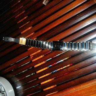 RADOの腕時計、金属バンド部分を...