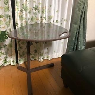 IKEAサイドテーブル 可動式