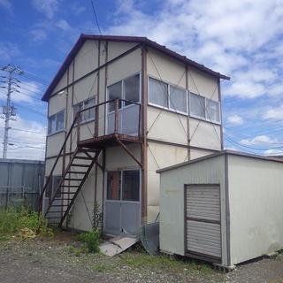 道具小屋2棟・資材の置けるスペースあります。