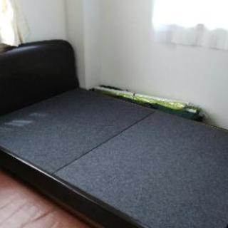 セミダブルベッドのマット無しです。
