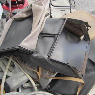 芝刈り機のバケットとタイヤ1個¥500