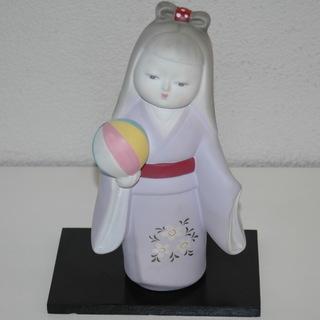 値下げ:博多人形?手まりを持った陶器製の人形