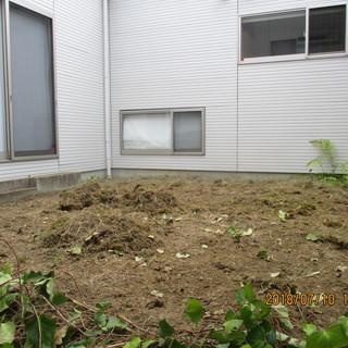 福岡人口芝敷設作業。下地作り、人口芝供与