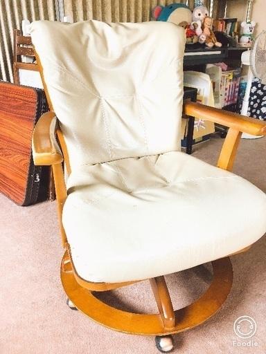 ニトリ 回転式ダイニングチェア ソファ 椅子 ひよまま 旭ヶ丘の椅子