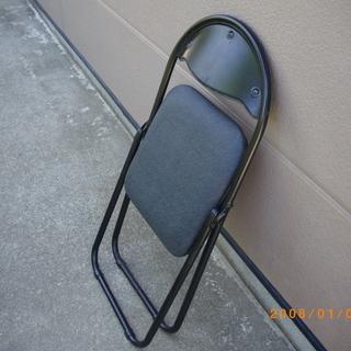 新古品、折りたたみ椅子