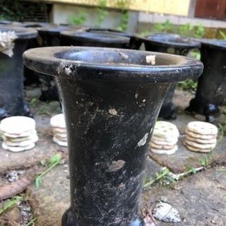 三本脚の鉢