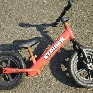 子供用ペダルなし自転車ストライダー