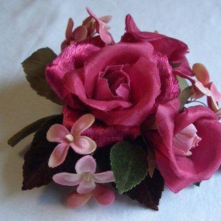「華やかなバラのコサージュ」 お譲りします