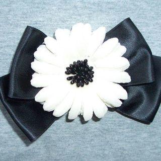 「白い花と黒いリボンのコサージュ」 お譲りします