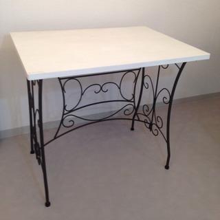 アンティーク調のテーブル DIY品