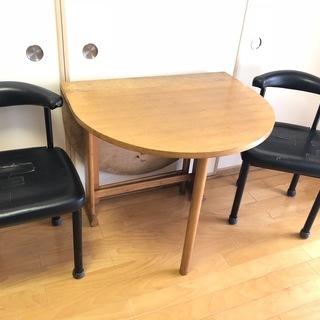 交渉中【無料でお譲りします!】便利な折りたたみ式テーブル&黒チェア...