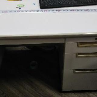 マナーのいい方に差し上げます。事務机