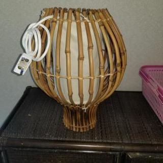 竹で作られた照明