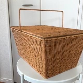 籐製のピクニックバスケット