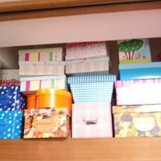 プレゼント用ボックス 多数(画像にうつっているもの)