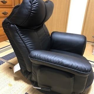 リクライニング式の黒座椅子(カバー付き)