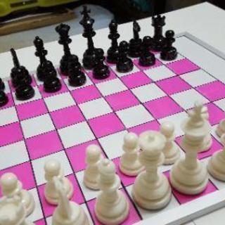 今話題のチェスを皆で楽しくやりませんか!知らない方には無料でお教え...