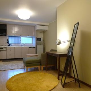 丹波口駅徒歩6分の2階建の1軒家をお貸しします。
