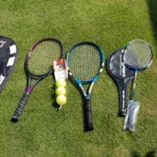 テニスラケットとバトミントンラケット