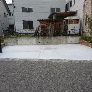 駐車場を土間コンクリート、砂利引き
