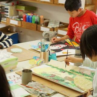 寺子屋のような絵画造形教室です。逆瀬川教室