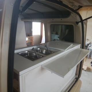 軽四輪ワンボックスカーを移動販売車(キッチンカー)に改造します。
