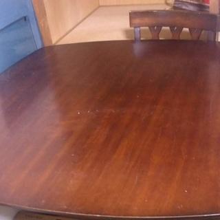 高めのテーブル(椅子も必要なら譲ります。)値段交渉可