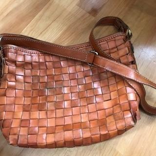 sarai  インドネシア製 革のショルダーバッグ