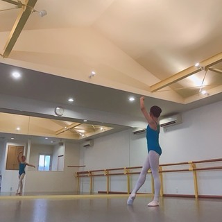 天井の高いバレエスタジオStudi...