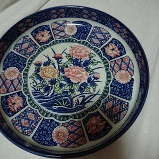 レトロな大きなお皿柄はモダンな薔薇