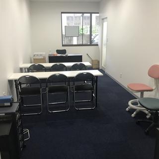 1時間500円 wifi完備 フリードリンクコーナーのレンタル教室