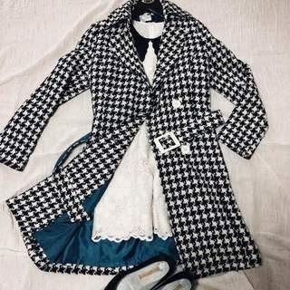 千鳥格子柄の ロングコート