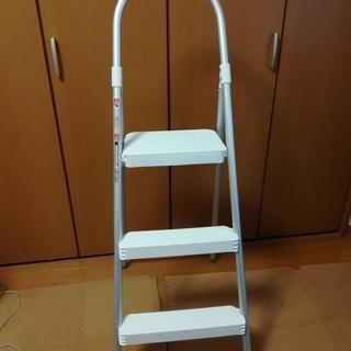 使いやすさ抜群★アイリスオーヤマ★脚立/折りたたみステップ3段★ホ...