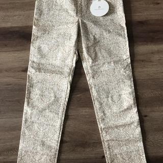 新品タグ付き 女性用くるぶし丈の柄パンツ