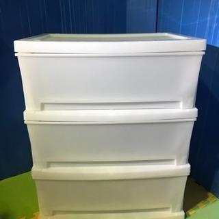 衣装ケース、衣装ボックス、3段の衣装ケース、3段、プラスチック製、白色