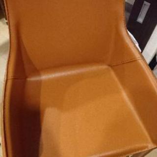 おしゃれな革製(?)の椅子
