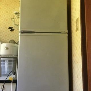 8月中に冷蔵庫自宅まで取りに来て下さる方、差し上げます