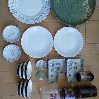 一人暮らしに便利!食器など各種 新品と中古 キッチンセット かわ...