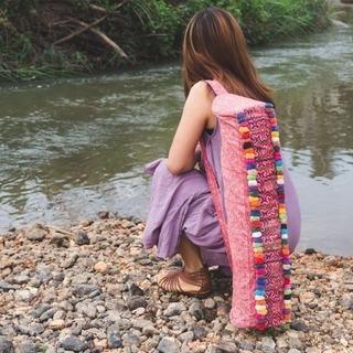 可愛くて美しいハンドメイド刺繍ヨガマットバック